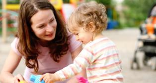 Luotettavia lastenhoitajia ja perhepäivähoitajia