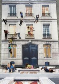 Des kids suspendus au balcon...